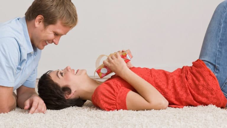 How to use a vibrator on your girlfriend? 7 steps for Vanilla couples
