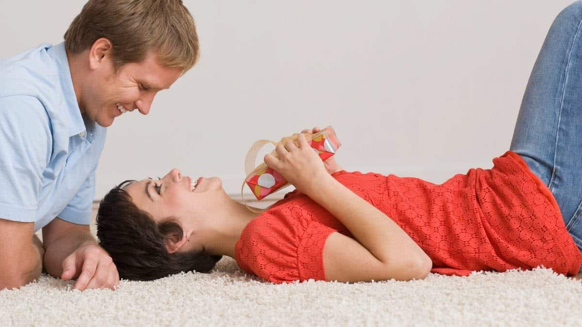 how to use a vibrator with my girlfriend